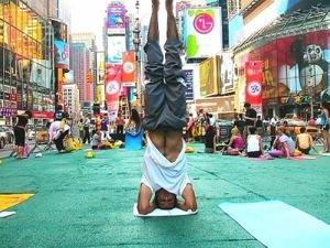 thumbs_yoga-01timessquare.jpg